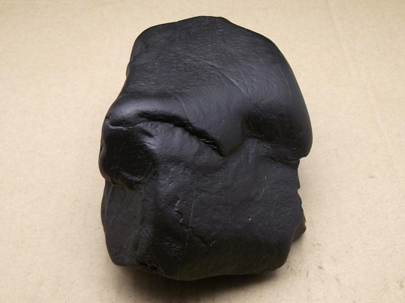 黑石头能吸磁铁天然纯黑色石头